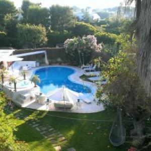 Book Now Villa Rosamarina (Rosa Marina, Italy). Rooms Available for all budgets. Featuring an outdoor pool Villa Rosamarina is a semi-detached holiday home set in Rosa Marina. The property is 28 km from Alberobello and features views of the pool. Free WiFi