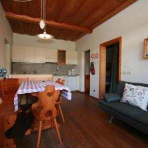 Book Now Rasterhof (Aldino, Italy). Rooms Available for all budgets. Set in the village of Aldein the Rasterhof is a Tyrolean working farm with panoramic mountain views 23 km from Lake Kaltern and 19 km from Tramin along the South-Tyrolean wine
