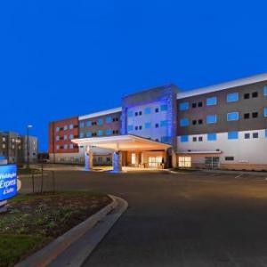 Holiday Inn Express & Suites - Lenexa - Overland Park Area