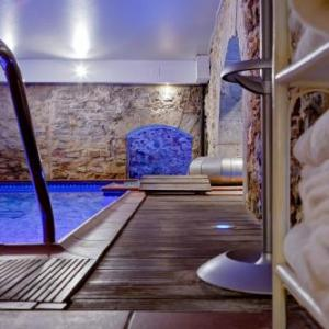 Lyon Hotels With A Jacuzzi Or Hot Tub Deals At The 1 Hotel With