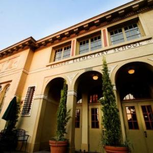 Hotels near Concordia University Portland - McMenamins Kennedy School