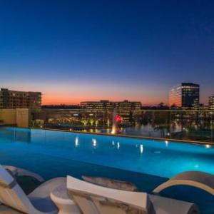Hotels near The Club at Carlton Woods - Embassy Suites The Woodlands/Hughes Landing
