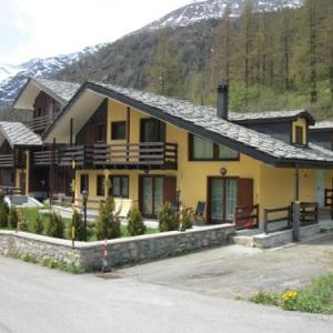 Book Now Residence Stolemberg - Principessa Erika Mariasofia (Gressoney la Trinite, Italy). Rooms Available for all budgets. Located 300 metres from the main ski lifts of Tschaval Residence Stolemberg offers self-catering studios and apartments with mountain views. Free WiFi access and free ski stor