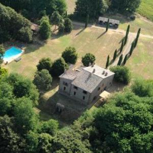 Book Now La Spinetta (San Lorenzo Nuovo, Italy). Rooms Available for all budgets. Offering an outdoor pool seasonal outdoor pool and barbecue La Spinetta is situated in San Lorenzo Nuovo in the Lazio Region 34 km from Saturnia. Bagno Vignoni is 45 km away.