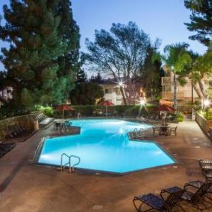 Book Now Oakwood Toluca Hills (Los Angeles, United States). Rooms Available for all budgets. Featuring an outdoor pool this resort offers tennis courts and a spa. Hollywood Bowl Chinese Theatre and the Hollywood Hall of Fame are within 8 minutes' drive. Free WiFi is p