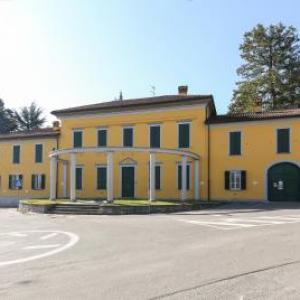 Book Now Affittacamere Como (Fino Mornasco, Italy). Rooms Available for all budgets. Affittacamere Como is situated in Fino Mornasco 32 km from Milan and 48 km from Bergamo. Free private parking is available on site.All rooms are equipped with a flat-screen TV
