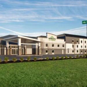 Hotels near Riverdale High School Murfreesboro - Vista Inn & Suites - Murfreesboro