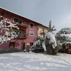 Book Now Agriturismo Gli Elfi (Aosta, Italy). Rooms Available for all budgets. Offering a barbecue and terrace Agriturismo Gli Elfi is situated in Saint-Christophe in the Valle d'Aosta Region 43 km from Zermatt.The apartments are equipped with a flat-scr