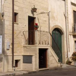 Book Now Palmariggi One-Bedroom Apartment 1 (Palmariggi, Italy). Rooms Available for all budgets. Palmariggi One-Bedroom Apartment 1 offers accommodation in Palmariggi. The air-conditioned unit is 30 km from Lecce.The kitchen is equipped with a refrigerator and a stovetop