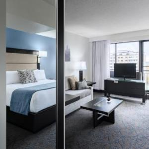 Hotels near Academic Hall Playhouse - Ottawa Embassy Hotel and Suites