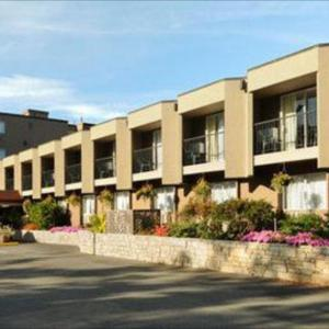 Hotels near Pearkes Recreation Centre - Ramada Victoria