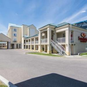 Father David Bauer Arena Hotels - Econo Lodge Inn & Suites University