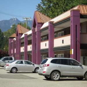 Ambleside Park Hotels - North Vancouver Hotel
