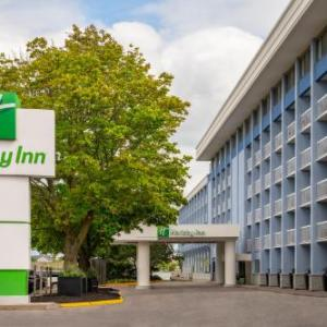 Rogers K-Rock Centre Hotels - Holiday Inn Kingston Waterfront