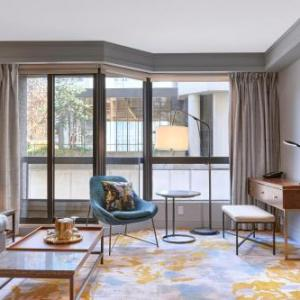 Hotels near FIVESIXTY Vancouver - Metropolitan Hotel Vancouver