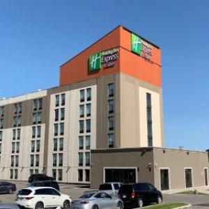 Hotels near Paramount Fine Foods Centre - Holiday Inn Express & Suites Toronto Airport West