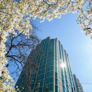 Hotels near The Centre In Vancouver For Performing Arts - Rosedale on Robson Suite Hotel