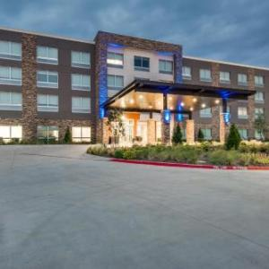 Holiday Inn Express & Suites Dallas North -Addison