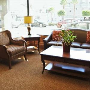 Cow Hollow Inn and Suites