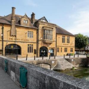 Hotels near Salisbury City Hall - The Kings Head Inn Wetherspoon