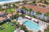 Hilton Garden Inn Carlsbad Beach Image