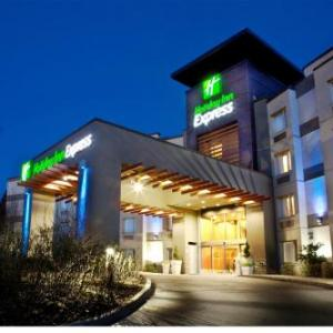 Chief Sepass Theatre Hotels - Holiday Inn Express Hotel And Suites Langley
