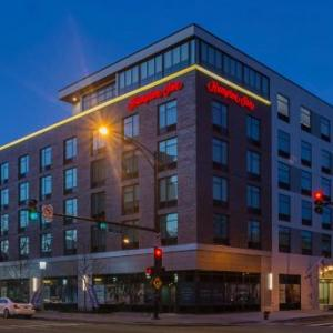 Hotels near Raven Theatre - Hampton Inn Chicago North-Loyola Station Il