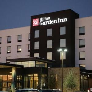 Hotels near Germania Insurance Amphitheater - Hilton Garden Inn Austin Airport