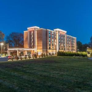 Hotels near Mohegan Sun Wolf Den - Hampton Inn Norwich