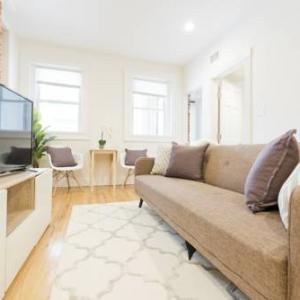 Book Now Three-Bedroom on Brainerd Road Apt 32 (Brookline, United States). Rooms Available for all budgets. Situated in a central area of Brookline Three-Bedroom on Brainerd Road Apt 32 features air-conditioned accommodation with free WiFi and a flat-screen TV. The accommodation is
