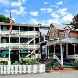 Hotels near The Lampost Oak Bluffs - Pequot Hotel
