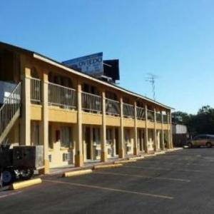 Carefree Inn Flatonia