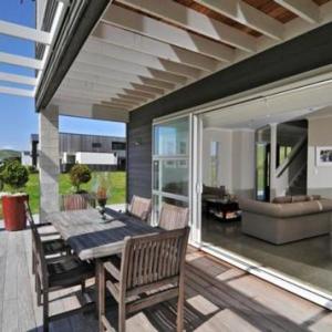 Leigh Sawmill Hotels - Omaha Beach - Stunning Beach House
