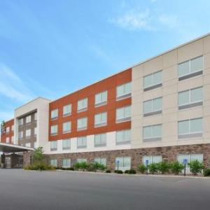 Holiday Inn Express & Suites -Parkersburg East