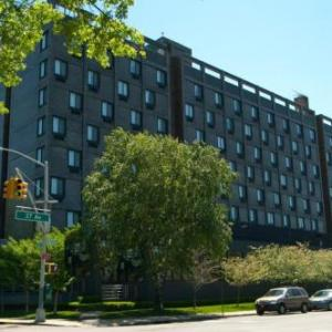 Grandstand Hotels - Holiday Inn Laguardia Airport