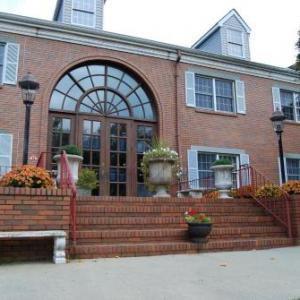 Hotels near PNC Bank Arts Center - Colts Neck Inn Hotel