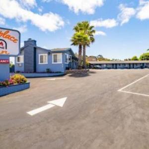 The Monterey Fireplace Inn