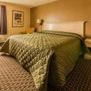 Hotels near Bissell Park - The Village Inn