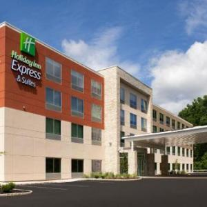 Holiday Inn Express & Suites - North Brunswick