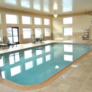 Hotels near Ralph Engelstad Arena Thief River Falls - C'Mon Inn