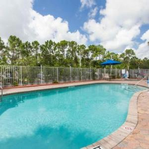 Hotels near St. Lucie County Fairgrounds - Days Inn & Suites by Wyndham Fort Pierce I-95