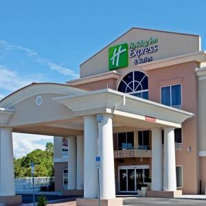 Frank W. Springstead High School Hotels - Holiday Inn Express Hotel & Suites Brooksville West