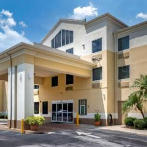 Rinker Fieldhouse Hotels - Comfort Inn & Suites DeLand -Near University