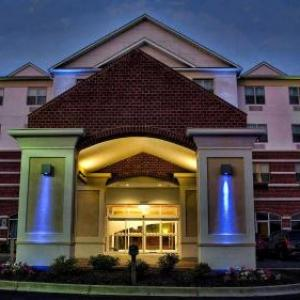 Hotels near Maryland International Raceway - Holiday Inn Express La Plata