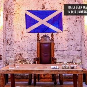 Hotels near The Jazz Bar Edinburgh - CoDE Pod Hostels - THE CoURT (Royal Mile Former Court & Jail)