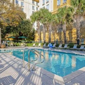Hotels near Laugh Out Loud Comedy Club San Antonio - La Quinta by Wyndham San Antonio Airport