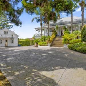 Western Springs Stadium Hotels - Western Springs Villa to Auckland Central Heritage Villa