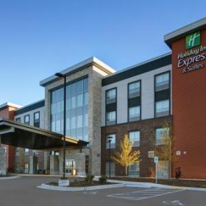 Holiday Inn Express & Suites - Milwaukee - Brookfield an IHG Hotel