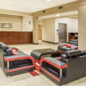 Hotels near Miller Park Bloomington - Hawthorn Suites Ltd - Bloomington