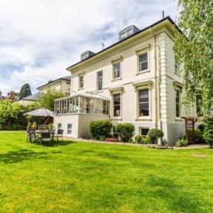 Hotels near University Of Gloucestershire - Beaumont House